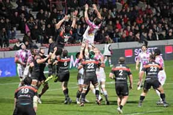 Touche au rugby Toulouse Stade Francais